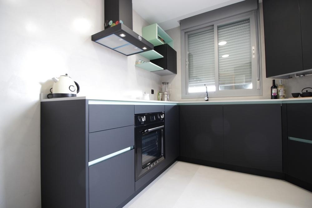Diseño de cocinas en Cocina moderna Negra en el ensanche de Vallecas ...