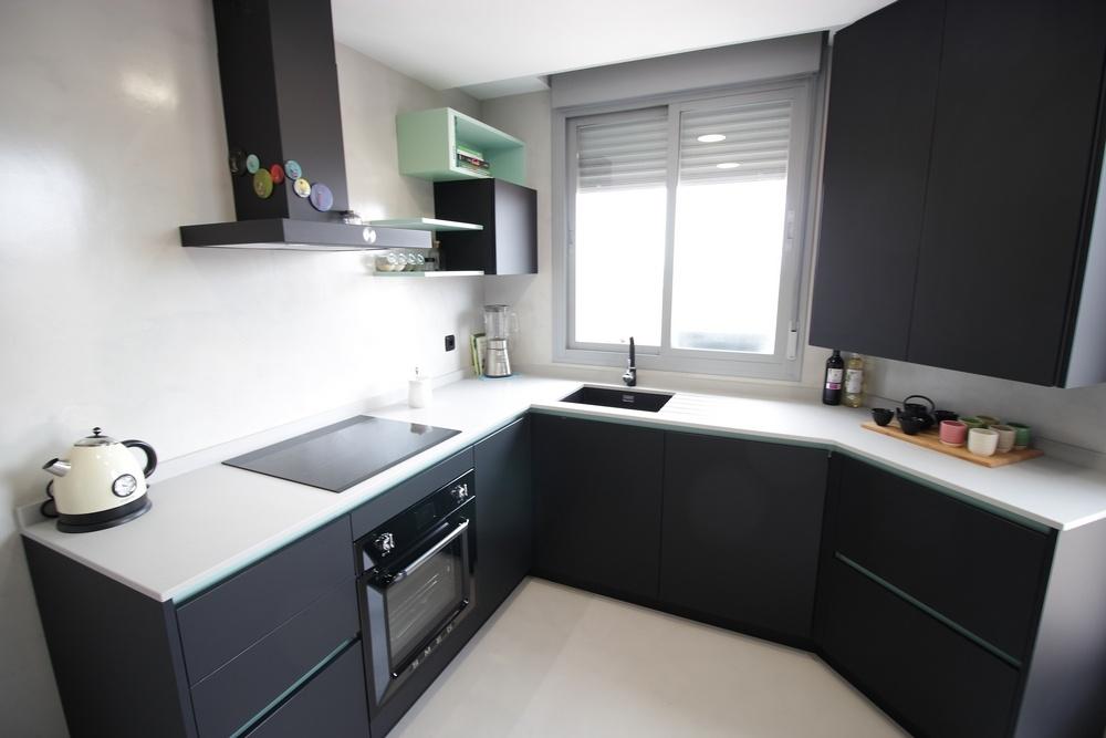 Dise o de cocinas en cocina moderna negra en el ensanche for Cocinas modernas negras