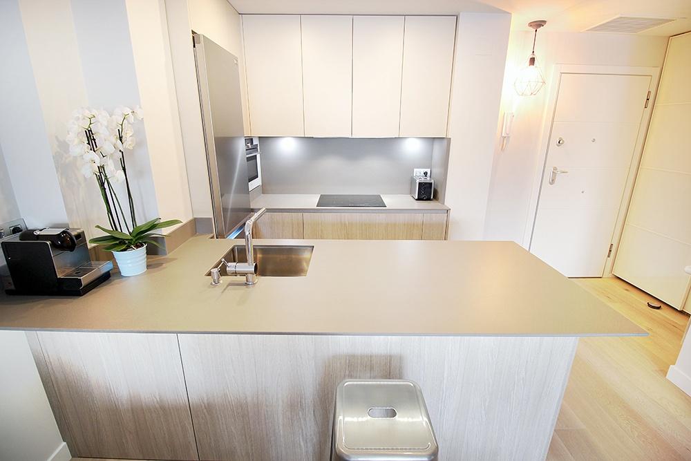 Diseño de cocinas en Cocina pequeña de madera- Galería de proyectos ...