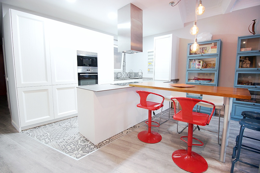 Cocinas modernas blancas y grises cool cocina blanca y for Cocinas blancas y grises