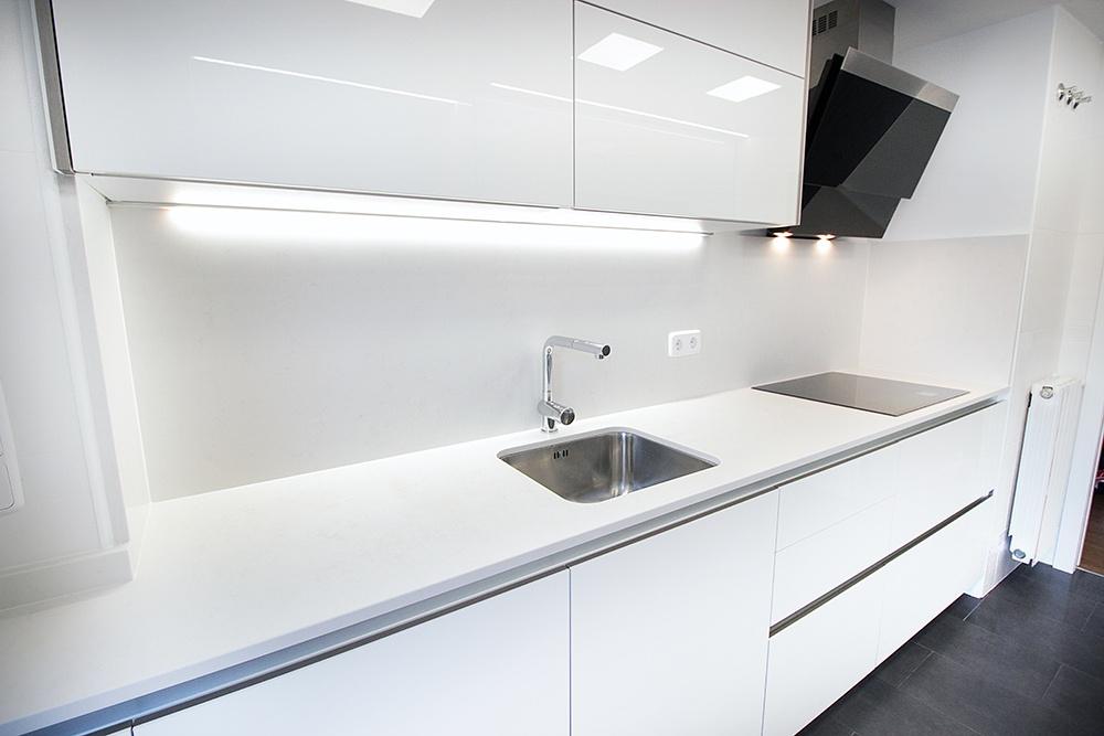 Diseño de cocinas en Cocina banca campana negra- Galería de ...