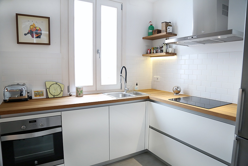 cocina blanca con encimera de madera blogs de l nea 3
