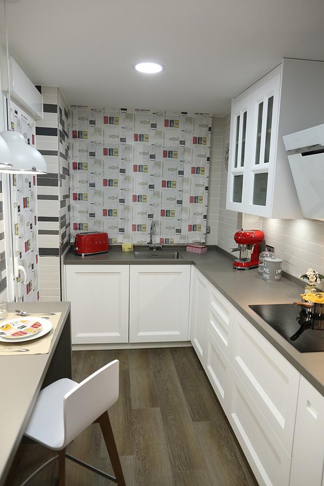 Dise o de cocinas en cocina peque a y blanca galer a de for Proyecto cocina pequena