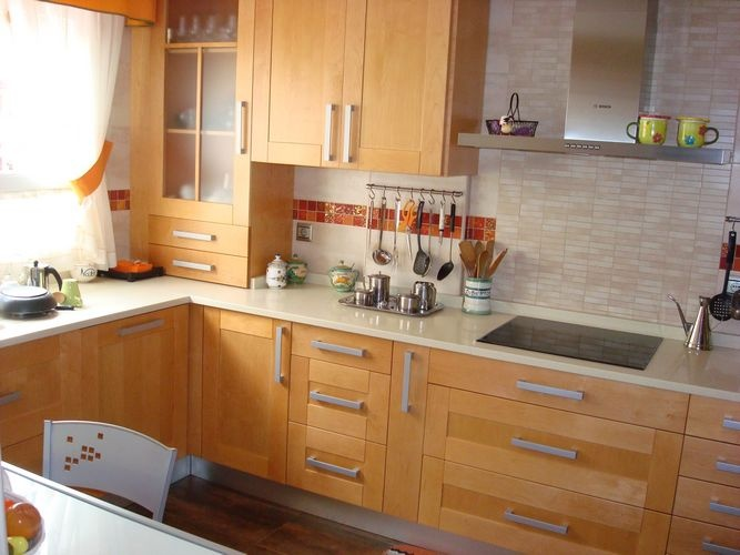 diseo de cocinas en valdemoro madera teide color especial encimera silestone beige